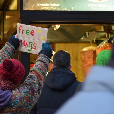 Free Hugs Vienna 07 December 2013 004
