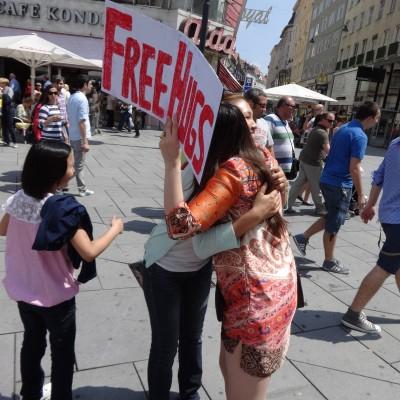 Free Hugs Vienna 08 June 2013 009
