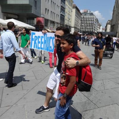 Free Hugs Vienna 08 June 2013 014