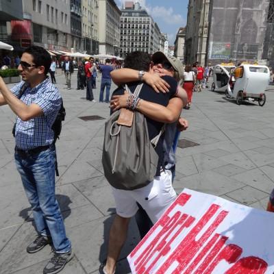 Free Hugs Vienna 08 June 2013 019