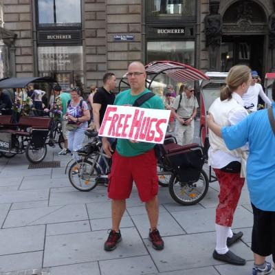 Free Hugs Vienna 08 June 2013 037