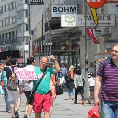 Free Hugs Vienna 08 June 2013 072