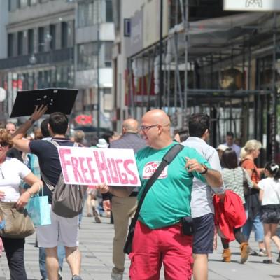 Free Hugs Vienna 08 June 2013 073