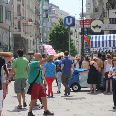 Free Hugs Vienna 08 June 2013 113