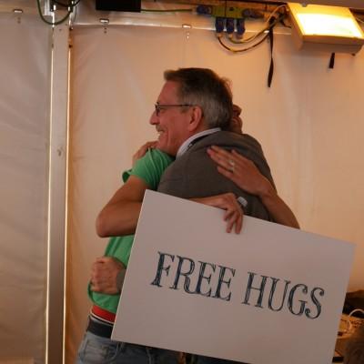 Free Hugs Vienna 03 May 2014 034