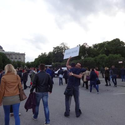 Free Hugs Vienna 18 May 2014 006