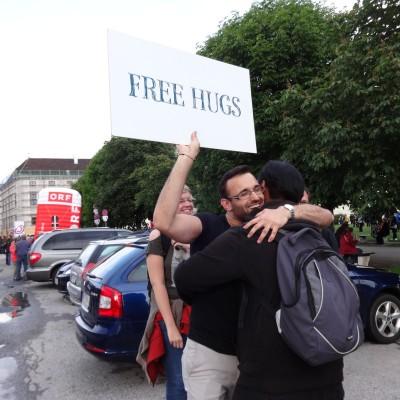 Free Hugs Vienna 18 May 2014 010
