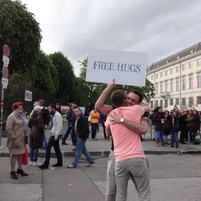 Free Hugs Vienna 18 May 2014 023