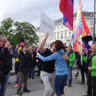 Free Hugs Vienna 18 May 2014 027