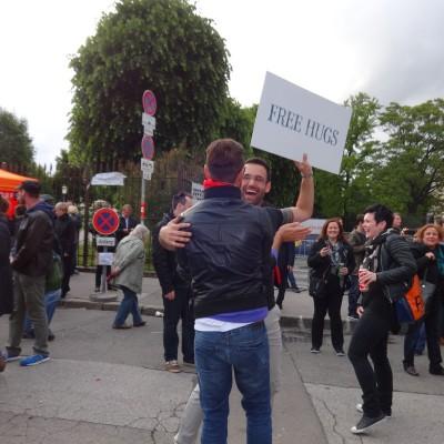 Free Hugs Vienna 18 May 2014 030