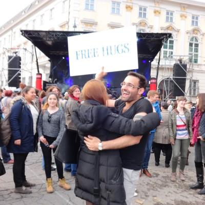 Free Hugs Vienna 18 May 2014 035