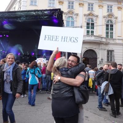 Free Hugs Vienna 18 May 2014 040