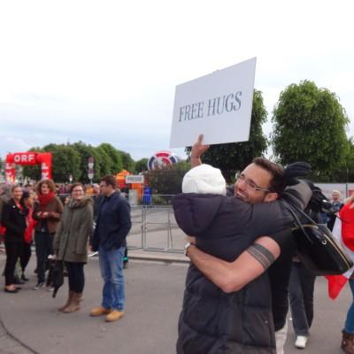 Free Hugs Vienna 18 May 2014 046