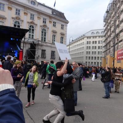 Free Hugs Vienna 18 May 2014 051