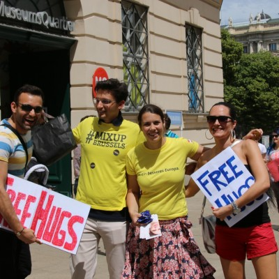 Free Hugs Vienna 24 May 2014 019