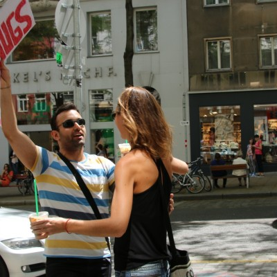 Free Hugs Vienna 24 May 2014 025
