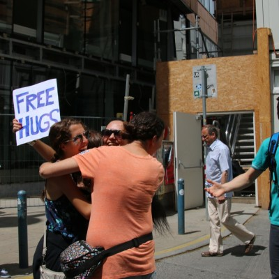 Free Hugs Vienna 24 May 2014 031