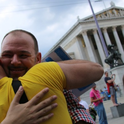 Free Hugs Vienna 14 June 2014 045