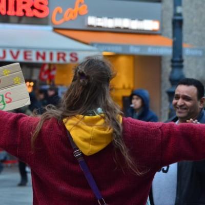 Free Hugs Vienna 23 November 2014  018