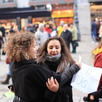 Free Hugs Vienna 23 November 2014  045