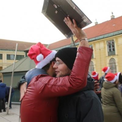 Free Hugs Vienna 21 December 2014  014