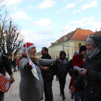Free Hugs Vienna 21 December 2014  021