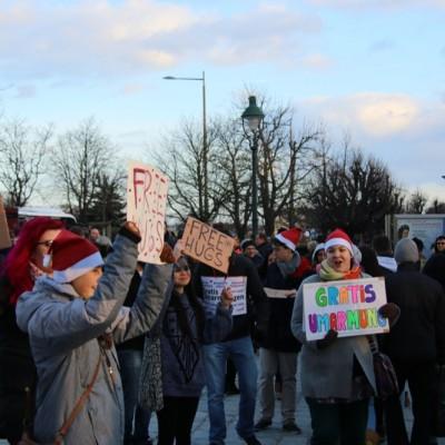 Free Hugs Vienna 21 December 2014  041