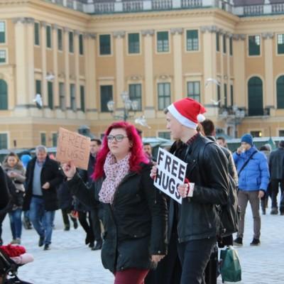 Free Hugs Vienna 21 December 2014  048