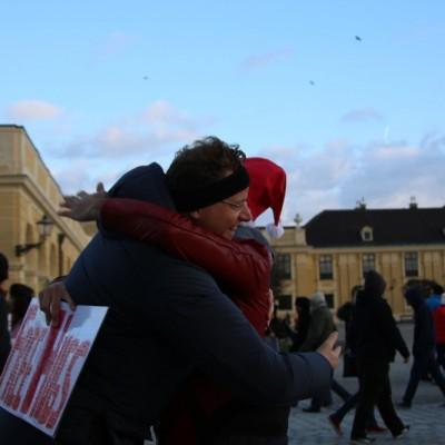 Free Hugs Vienna 21 December 2014  052