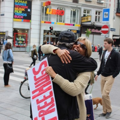 Free Hugs Vienna @ Global Free Hugs Day 02 May 2015 039