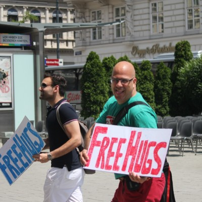 Free Hugs Vienna 08 June 2013 051